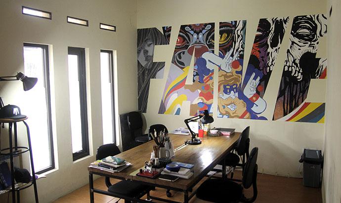 . 34 Inspiring Typography Wall Mural Designs   Bashooka